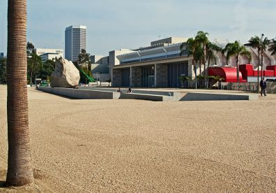 5d - Michael Heizer - Levitated Mass at LACMA (2012)